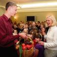 Eile tunnustasid Lümanda põhikooli direktorit Tiina Talvit Eesti vabariigi presidendi kultuurirahastu hariduspreemia 2007 pälvimise puhul koos Lümanda kooliperega Lümanda vallavanem ja Raivo Peeters Saare maavalitsusest.