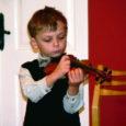 Kuressaare muusikakoolis toimus läinud reedel ja laupäeval kuues poiste keelpillifestival, millest võttis osa 83 viiulit, vioolat, tšellot ja kontrabassi õppivat noort muusikut vanuses 5–19.