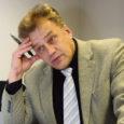 Kummaliseks kipub. Rünnakuobjektiks on saanud Äripäev, keda valitsuse liikmed on süüdistanud pessimismi külvamises ja Eesti riigireitingu võimalikus alanemises. Samas oli just Äripäev see, kes kümmekond aastat tagasi ennustas 10% majanduskasvu ja keda siis peatoimetaja Meelis Mandeli sõnul ullikeseks peeti. Analüütikutel oli siis õigus ja tundub, et on kahjuks ka praegu.