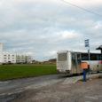 Kuressaare linnavalitsus pidi tunnistama nurjunuks Merikotka 1 asuva kinnistu pakkumise, kuna ei laekunud ühtegi soovijat. Detailplaneeringu järgi peaks sinna kerkima parklaga kaubanduskeskus.