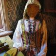 """Ruhnlased tahavad tulevaks suveks valmis saada triibulised vestid, mis võiksid kujuneda samasuguseks sümboliks kui Kihnu kört naabersaarel.  Esmaspäeval koos istunud Ruhnu kultuuri- ja haridusselts otsustas käima lükata projekti """"Ruhnlased ajaloolistesse vestidesse"""". Seltsi juhatuse esimehe Ariina Kollomi kinnitusel on tegemist ammuse ideega, mille tõi taas päevakorda Kaarel Lauk."""