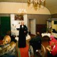 """Reedel sai alguse Eesti Vabariigi juubeliaasta suur üritustesari """"Kutse sünnipäevale – pidukontsert minu kihelkonnas"""". Saare maakonnas toimus esimene kontsert Tiirimetsa kirikus, kus esinesid Kallemäe kooli ja selle Kuressaare filiaali õpilased, kes viisid pühakojast advendiküünalde süütamiseks kaasa põlevad küünlad."""