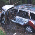 Liiklusõnnetus tõi kriminaalmenetluse. Eile teatasime Tõlli–Mustjala–Tagaranna tee 18. kilomeetril juhtunud liiklusõnnetusest, milles 1977. aastal sündinud Renee juhitud Mitsubishi Galant sõitis teelt välja, põrkus vastu puid ning süttis põlema (pildil). Turvavööga kinnitamata juht sai kehavigastusi ja viidi haiglasse, kus tal tuvastati keskmine alkoholijoove (1,21 mg/l).