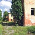 Riigimetsa Majandamise Keskus alustab järgmisel aastal Karujärve lähistel asuvate kunagise Dejevo sõjaväeosa ehitiste lammutamist, millest kujuneb seni suurim lammutustöö Saaremaal.