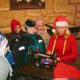 Neljapäeval olid Kuressaare 1. lasteaia lapsed oodatud linnuse näitusesaali, kus õmblejanna Pille Kakkum viis lastele läbi kaks muuseumitundi vanade õmblusmasinate keskel.