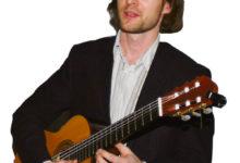 Saarlasest muusikaõppejõud kirjutas kitarrimänguõpiku