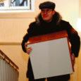 Reedel käis Kuressaare linnavalitsuse vanas hoones, Tallinna tn 10 asuvas ajaloolises Paadla kojas kibekiire kolimine – uutesse kabinettidesse tassiti haridus- ja kultuuriametnike laudu, kappe, toole ja dokumendikaustu.