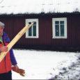 """Saaremaa ühes vallas elavate inimeste elust vändatud Sulev Keeduse dokumentaalfilm """"Jonathan Austraaliast"""" võitis Eesti filmiajakirjanike ühingu (EFÜ) aastaauhinna. Põhjenduseks toodi kohkumatus ja otsekohesus näidata esteetiliselt veenvalt eestlase elu omatehtud puuris. Samuti sai auhinna saarlase Veiko Õunpuu käe all valminud """"Sügisball""""."""