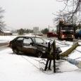 Kolmapäeva hommikul kell 11.45 toimus libeda tee tõttu liiklusõnnetus Kuivastu külas, kus sadamasse sisenev veoauto Scania libises otsa elektripostile.