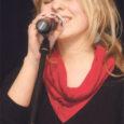 Nädalavahetusel toimus Saaremaa ühisgümnaasiumis juba 12. korda üleriigiline solistide konkurss. Aastaid on konkursil osalenud palju andekaid noori, kellest praeguseks on juba kuulsad lauljad saanud. Võistluselt on tuule tiibadesse saanud näiteks Liisi Koikson, Kerli Kõiv, Laura Põldvere, Kadi Toom, Sofia Rubina jt. Kuigi tegu on küllaltki pika traditsiooniga, pole juttugi konkursi hääbumisest või vananemisest. Populaarne võistlus tõi kokku nii esinejaid kui ka publikut. Võistlustules oli üle 70 solisti ning saal puupüsti täis.