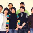 Eelmise aasta detsembris tuli seitse noort hiinlast Saaremaale õppima inglise keelt. Praeguseks on nad läbinud pea kaks kuud kestnud intensiivse keeleõppe ameeriklaste Barbara Burrowsi ja Alex Khieninsoni käe all, tutvunud kohalike vaatamisväärsustega ning võtavad koju kaasa mälestused Põhjamaa pimedast külmast ajast ja sõbralikest, kuid vaiksetest inimestest.