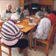 Kuigi Saare maakonnas on 7 hooldekodu, milles elab 175 hoolealust, on hooldekodukohtadest siiski puudus ning järjekorras ootamas ligi 70 inimest. Kärla valla sotsiaal- ja tervishoiukomisjoni aseesimees Esta Lango ütles, et järjekord vabanevatele kohtadele Sõmera hooldekodus moodustatakse vastava sooviavalduse registreerimise kuupäeva järgi.