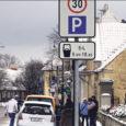 Neljapäeva õhtul toimunud Kuressaare korteriühistute juhtide ümaralaual tutvustasid linnavalitsuse esindajad kava, mis näeb ette tasulise parkimisala laiendamist Kuressaare kesklinnas.
