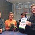 Eile andis Oma Saare peatoimetaja Tiina Luks üle Risko Tiitmale sümboolse tšeki 38 950 kroonile, mis koguti heade inimeste annetustena, kes soovisid aidata liiklusõnnetuses jala kaotanud 22-aastast noormeest.