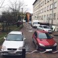 Kuressaare kesklinnas Tallinna tänav 14 asuva kortermaja elanike hiljuti toimunud koosolekul väljendasid majaelanikud soovi sulgeda nende kortermaja tagune ja majaelanikele kuuluv ala avalikuks kasutamiseks.