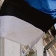 Firmad Event Masters, SRC Laevateenindus ja Cargobus jagavad üle Eesti välja 100 riigilippu neile majapidamistele, kellel lipp on seni puudunud. Kaks esimest firmat kuuluvad Saaremaa meestele.