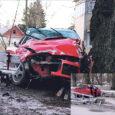 Laupäeval sõitis Kuressaares politseipatrulli eest põgenev sõiduauto Pargi tänaval T-kujulisel ristmikul teelt välja. Auto purustas umbes kümne meetri pikkuselt Kuressaare lossipargi aia, murdis maha noore puu, lõhkus pingi ja põrkas seejärel vastu jämedamat puud.