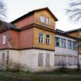 Pikka aega tühjana ja räämas seisnud Kaitseliidu Saaremaa maleva Kodu maja Kuressaare linnas Allee tänaval saab Kaitseliidu arengukava järgi korda aastaks 2011.