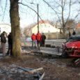 Politseipatrulli eest põgenev sõiduauto, mis poolteist nädalat tagasi purustas Kuressaare lossipargi aia, tekitas linnale 49 467 krooni suuruse kahju, mille maksab kinni kindlustus.