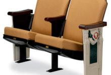 Tallinna Linnateater ostis Hellamaa kultuurimaja vanad toolid