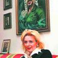 """Palestiina rahva legendaarse liidri Yassir Arafati viimased elupäevad möödusid ühes Pariisi haigemajas. Vaatamata sellele, et Arafat oli koomas, soovitasid tohtrid tema abikaasal Suhal oma mehega pidevalt rääkida, lootes, et see aitab palestiinlaste liidri teadvusel taastuda. """"Ma kõnelesin temaga sellest, mida ta kõige enam armastas,"""" ütles Yassir Arafati abikaasa Londonis ilmuvale ajalehele The Sunday Times antud usutluses  Tegemist on esimese intervjuuga, mille see naine pärast oma mehe surma ajakirjandusele andis. """"Ma rääkisin talle Palestiinast ja Jeruusalemmast, tuletasin talle meelde ema ja lapsepõlve ning lugesin ette neid kohti Koraanist, mida ta kõige enam armastas. Kõik oli aga asjata – mu mehe teadvus ei taastunud."""""""