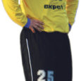 Eesti jalgpalli meistrivõistluste esiliiga hooaja avakohtumises sai FC Kuressaare Rakveres 1 : 0 võidu Kiviõli Tamme Auto võistkonna üle. Mängu ainsa värava lõi 86. minutil Maikko Mölder (fotol).