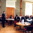 Pärsama vastrenoveeritud kultuurimajas said eile kokku Leisi vallavalitsuse ametnikud ja külavanemad ning külaseltside eestvedajad. Iga-aastase kokkusaamise eesmärgiks on eelkõige vastastikku informatsiooni vahetamine.