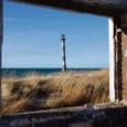 Saaremaa looderannikul Kihelkonna vallas asuv ligi 2000 aastat tagasi merest saarena kerkinud 3,6-ruutkilomeetrine Harilaid meelitab oma ürgset loodust imetlema igaüht, kes unikaalset vaatepilti näha tahab. Poolsaarel on omaette vaatamisväärsuseks 1933. aastal kerkinud Kiipsaare tuletorn, mida ka Saaremaa Pisa torniks kutsutakse. Selle unikaalsus seisnebki selles, et ta on viltu vajunud, püüdes pilke kaldast umbes kümne meetri kaugusel vees.