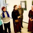"""Eile avati Kuressaare kultuurikeskuses fotonäitus """"Eestimaa looduslikud pühapaigad"""". Välja on pandud ligi 50 fotot, millest enamik on Maavalla Koja vanema Ahto Kaasiku pildistatud. Pildid koos allkirjadega tutvustavad Saaremaa ja Muhumaa ajaloolisi pühapaiku, nendega seotud pärimust, tavasid ja pühapaikade säilimisega seotud muresid."""