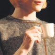 """Eile õhtul Kuressaare Linnateatris esietendunud Raivo Trassi lavastuses """"Ma armastasin sakslast"""" üht peaosalist kehastav Maarja Jakobson ütleb, et Erika on tema juba 10 aasta tagune unistuste roll. Põnev ja näitleja jaoks intrigeeriv nagu paljud Maarja lemmikkirjaniku Tammsaare naised."""