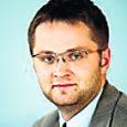 Valitsus arutab täna haridus- ja teadusminister Tõnis Lukase ettepanekut vabastada koostöö mittelaabumise tõttu ametist ministeeriumi kantsler Sirje Jõgiste ning nimetada alates reedest uueks kantsleriks senine asekantsler Janar Holm (fotol), kelle viieaastane ametiaeg kestab eelnõu järgi 10. aprillini 2013.