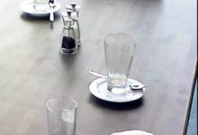 Emad jätsid kasutatud mähkmed kohviku lauale