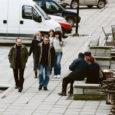 Enneaegne välikohvik: Eile päeval tahtis Vaekoja pubi paigaldada Kuressaarde keskväljakule välikohviku, kuid politsei käskis neil lauad ja paigaldatud platvormi ära koristada.