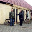 Soome Pirkkala koguduse liikmed on juba 18 aastat käinud Saaremaal talgute korras remontimas Valjala koguduse pastoraadihoonet. Lisaks toetab sealne kogudus siinseid tuttavaid aastas kümnete tuhandete kroonidega.