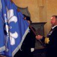 Eile Kaarma Peeter-Pauli kirikus peetud Naiskodukaitse mälestuspäeva jumalateenistusel annetas Naiskodukaitse Saaremaa ringkonnale ajalooliselt esimese lipu viitseadmiral Tarmo Kõuts.