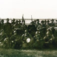 1992. aasta oli Vene vägede lahkumise aeg Eestist. Okupatsiooniarmee minek oli kohati vaevaline ja valuline, keerulistest olukordadest avalikult palju ei räägitud ning pole seda tehtud siiani. Üks õnnelikult lõppenud intsident juhtus 1992. aasta maikuus Mõntus. Olukorra tõsidust näitab ehk toonase kaitsejõudude peastaabi ülema, siis kolonelipaguneid kandnud Ants Laaneotsa käsk: positsioonidelt lahkumist õigustab ainult surm.