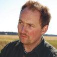 Pärast Sõrve sovhoosi lagunemist 1993. aastal loodi Salme osaühing, kus osanikke oli 300–400. 1995. aastaks olid peaaegu kõik oma osakud kätte saanud ja Raimond Ellikust sai Salme põllumajandusühistu juht. Raimond on 39-aastane, lõpetanud zootehnikuna Türi tehnikumi. Pankrotistunud osaühingust saadi pärandiks paarsada noorlooma ja paar lehma, nendega Raimond alustaski.