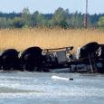 Eile pärastlõunal sõitis Nasva jahisadama juures EPT kaevetööde platsil merre liivakoormaga veoauto.