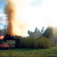Reede õhtul läks Pihtla vallas Kangruseljal põlema kõrvalhoone. Põletushaavu saanud mees vajas esmaabi.