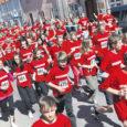 Sarnaselt 11 teisele Eesti linnale toimus eile ka Kuressaares noorte heategevuslik teatejooks, millega toetatakse ainulaadse ratastooli mängupargi rajamist liikumispuuetega lastele. Kuressaares asus stardijoonele 369 last 12 koolist üle kogu maakonna.