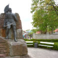 Kolm Memento liiget pöördus abipalvega Kuressaare linnavolikogu poole, et linn aitaks neid Kaastundeseina rajamisel.