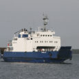 """Saaremaa ja Hiiumaa vahet sõitnud parvlaev Kõrgelaid sattus mullu novembris madalikule tüürimehe ebaõnnestunud manööverdamise ja kapteni appi kutsumisega hilinemise tagajärjel, selgus veeteede ameti (VTA) raportist. """"Laeva madalikule sattumise tõenäoliseks põhjuseks […]"""