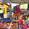 Eile kogunesid Lustjala mängumaale Tuulte Roosi lasteaia koolieelikud, et koos lõvi Leoga liiklusreeglitest rääkida ja hiljem kõik ka Lustjala liiklusrajal läbi teha.