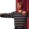 Kuressaare linnateater kavatseb novembris lavale tuua teatrijuht Aarne Mägi kirjutatud näidendi, milles üht peaosa hakkab mängima Saaremaa gümnaasiumi õpilane Jörgen Liik (fotol).
