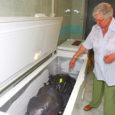 """Ehkki Kuressaare haiglas toimib jäätmemajandus vastavalt ettenähtud korrale, on seaduseandja jätnud täpselt määratlemata, millised on nakkusohtlikud jäätmed. """"Arst peab operatsioonisaalis otsustama, millisesse kotti milline asi läheb,"""" tõdeb SA Kuressaare Haigla juhatuse esimees Viktor Sarapuu."""