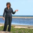 Mändjala oma kauni mererannaga on Saaremaal olnud ajast aega üks armastatumaid puhkepaiku. Siin Liivi lahe ääres laiuvad ligi 7 km pikkusel liivarannal Järve luited, kus kõrvuti tavalise männiga kasvab ka luite- ehk tuulemänd. See on omapärane mänd, mille tüvi on pidevate meretuulte mõjul tavaliselt maad ligi surutud, oksad kõverdunud, võra korrapäratu ja lai.