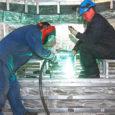 Reedel lahkuvad Saaremaalt ukraina võõrtöölised, kes töötasid üle kolme kuu Nasval tegutsevas Baltic Workboats AS-i laevatehases. Esialgsete plaanide kohaselt tahavad eestlased ukrainlastega lepingut pikendada, see saab aga võimalikuks pärast kodakondsus-ja migratsiooniametilt vastust ning kaheaastase elamis- ja tööloa saamist. Saaremaal töötamise muljeid jagas üks ukraina alumiiniumkeevitaja Valery Melnyk.