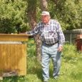 Laimjala valla Pahavalla küla mees Kalev Sirp, kel aastaid 72, ütleb, et sellest ajast, kui tal kleit seljast võeti ja püksid jalga pandi, on ta tegelenud mesilastega.