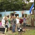 Üheksa Leisi keskkooli tüdrukut koos juhendaja ja nõustajaga esitavad Inglismaal Lake Districtis toimuval Woolfestil täna koos Slovakkia ja Inglismaa noortega programmi Euroopa Noored raames moeshow.