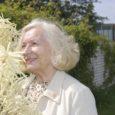 Norma Jõekalda on sündinud Saaremaal Kihelkonna vallas Liiva külas. Vanavanemad olid aga Vilsandi juurtega, kes eelmise sajandi algul Ameerikasse rändasid. Norma ema ja onu sündisidki Uues Maailmas.